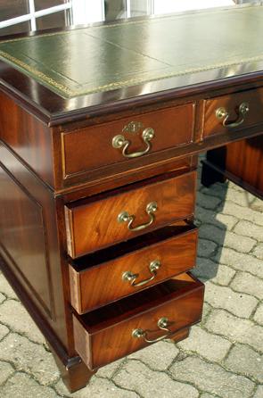 Englische Stilmöbel, Chesterfield Ledergarnituren & Antiquitäten ...